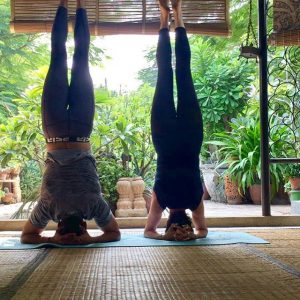When the night has come and the land is dark, and the moon is the only light we'll see. No, I won't be afraid…just as long as you stand by me… 🙃 #acroyoga #yogalove #yogaeverydamnday #80s #partnersincrime #partneryoga #standbyme #india